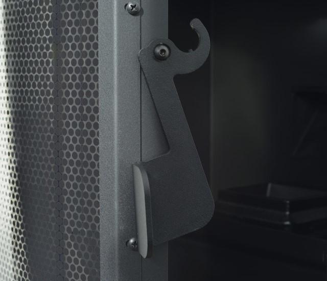 detail poignee avec porte ouverte de poele a granule GUS